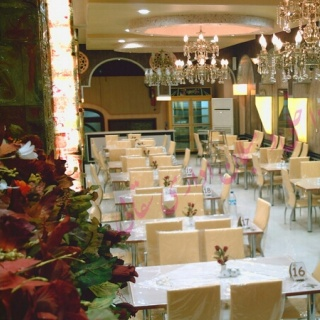 رستوران بزرگ خادم