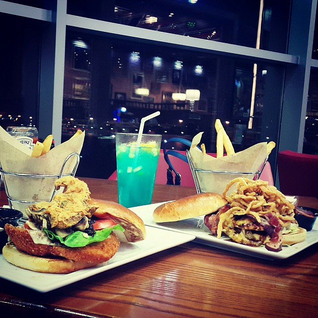 � Friday's Burgers �