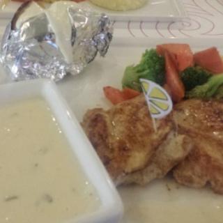 grilled chicken with mashroom sauce