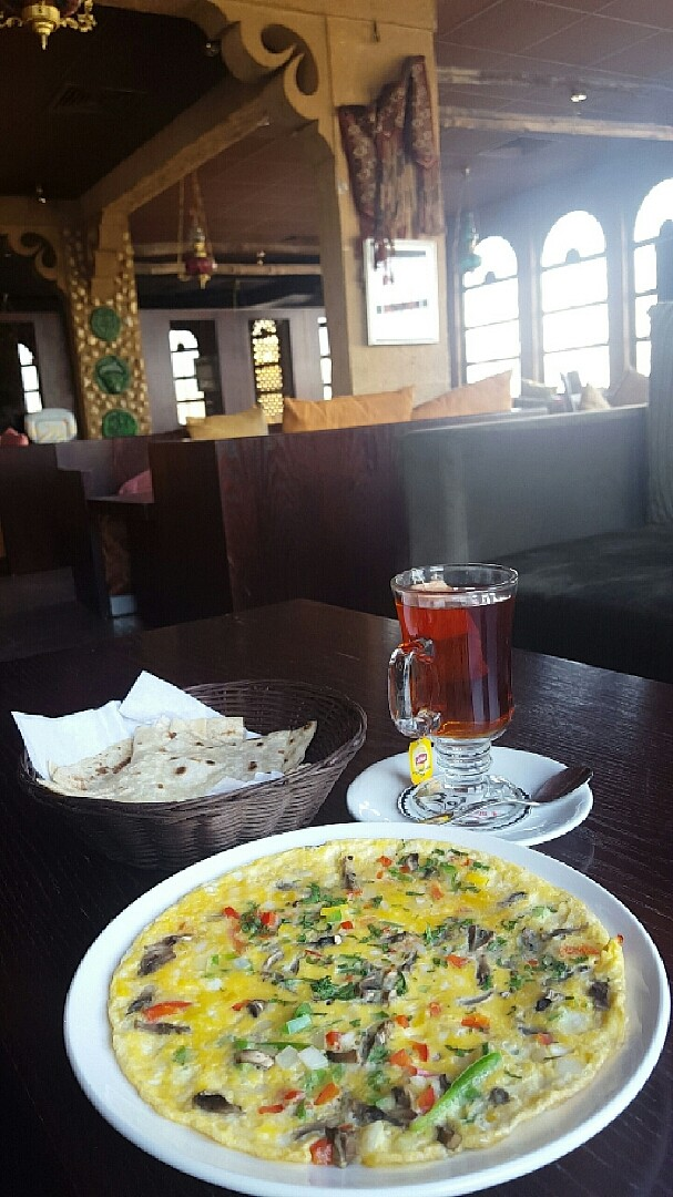 البيض كان لذيذ 👌 المكان هدوء 🎈(الصبح) جناح غير المدخنين🌞  لكن بعد الأجواء مو نقية تماما من الدخان✋ @ La Maison Du Cafe - Bahrain