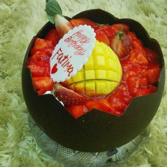 A delicious mango cake