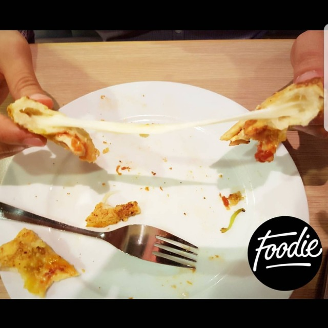 ☄ Check out the stuffed crust pizza @pizzahut 😉💖 Melty cheeese melts the heart 😍❤