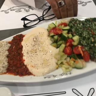 مقبلات و سلطات مطعم لاسكالا