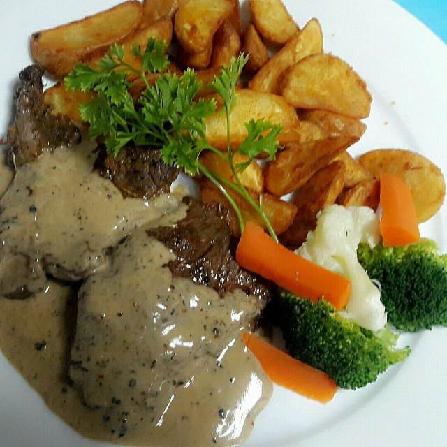 Delicious food of le Diniziocafe at reef island