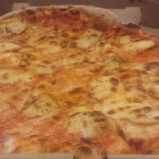 بيتزا من مطعم وود