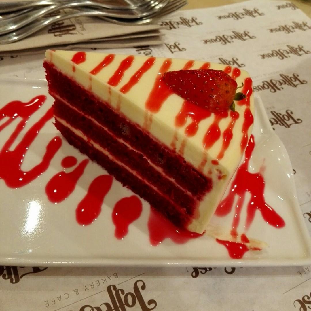 #Redvelvet #cake @ Toffee House - Bahrain