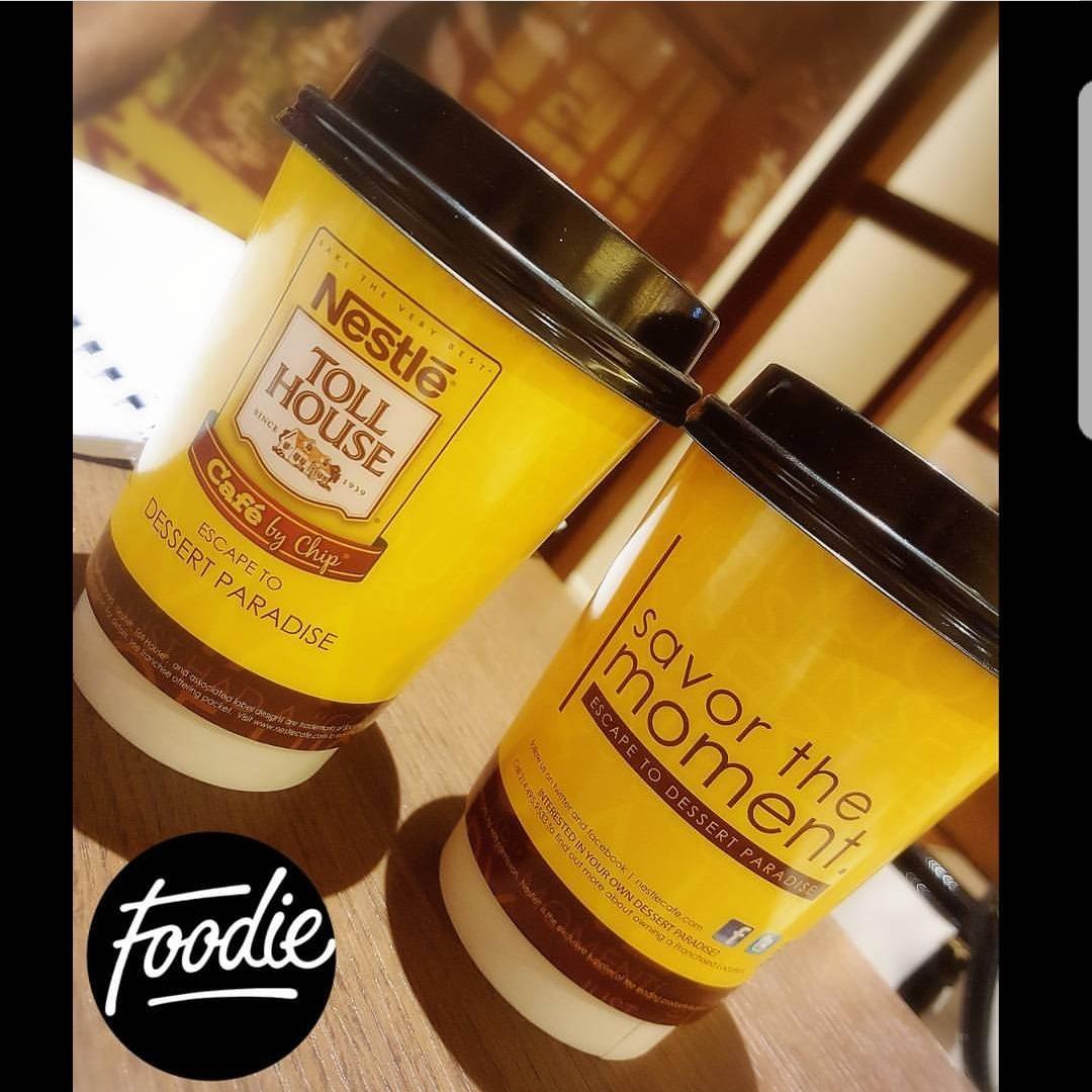 ☄ 1 caffe latte, 1 hot chocolate please ☕😉 آخرررر ترووووويقة 🙆  @ Nestle Toll House Cafe - Bahrain