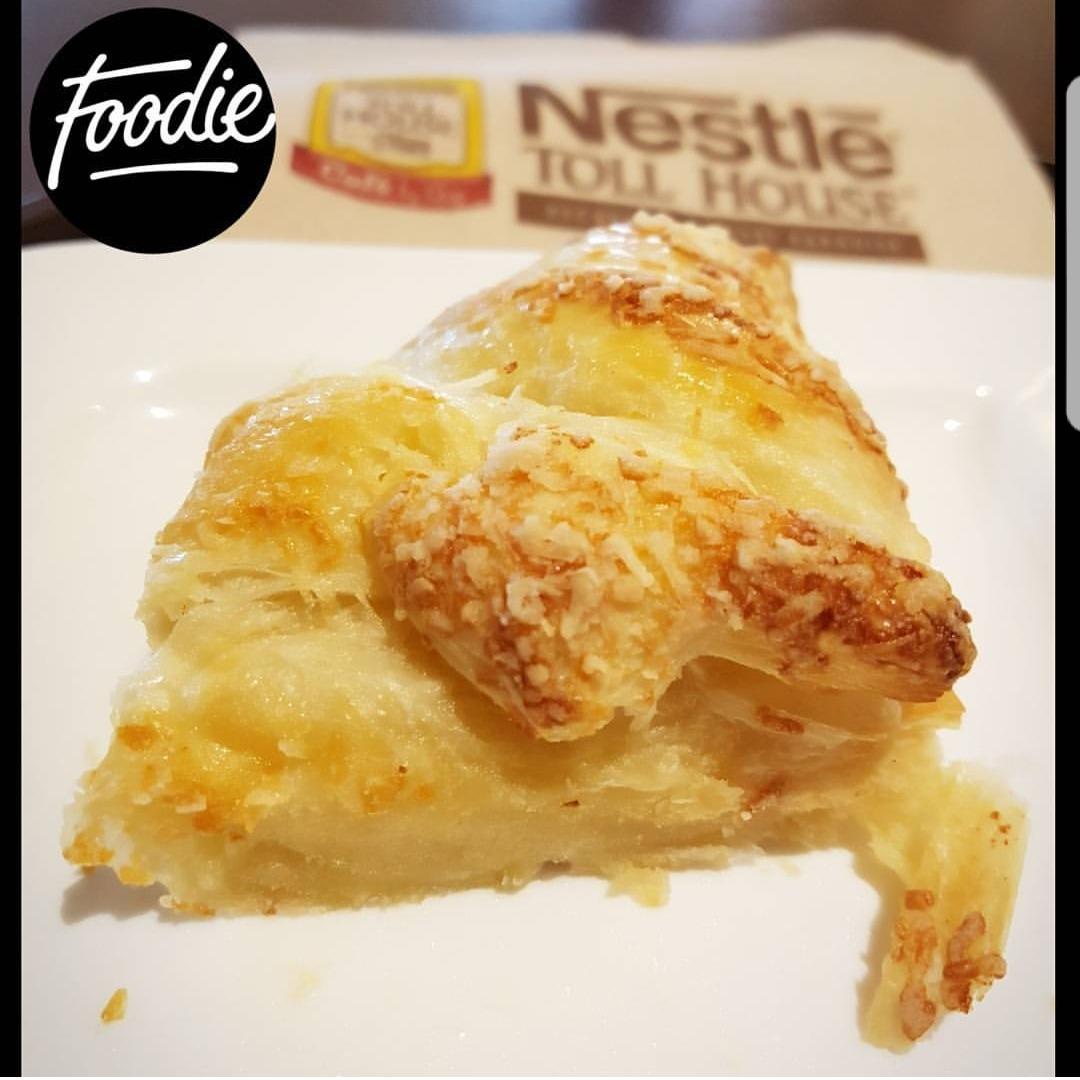 ☄ ~ Dish: Cheese croissant 🍣 ~ Place: @nestlecafebhr ~ Price: 0.7 BD 💸 ~ Rate: 10/10 ~ حدهااااا لذييييذة 😋 العجيييينة خفيييفة وايد وترفة 💕 كمية الجبن ونوعيته ممتازة ، يكون ذايب ممزوج بالعجين 😍 المكان وااايد هادي ❤ بس ملاحظة بسيطة: حجمها صغير شوي ، أتمنى يكبرونها .. كل التوفيق لهم إن شاء الله⚘  @ Nestle Toll House Cafe - Bahrain
