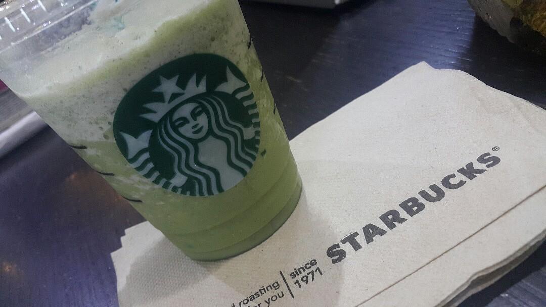 iced green tea latte @ Starbucks, Shuwaikh Industrial Area - الكويت