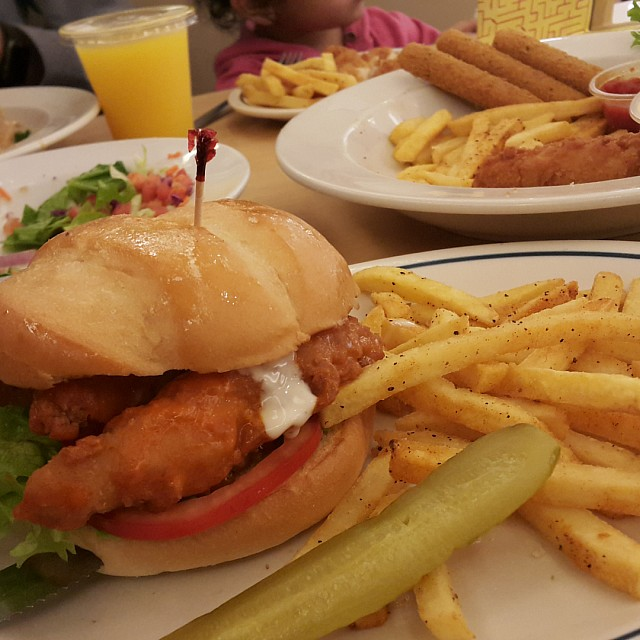chicken buffalo sandwich 😋😋