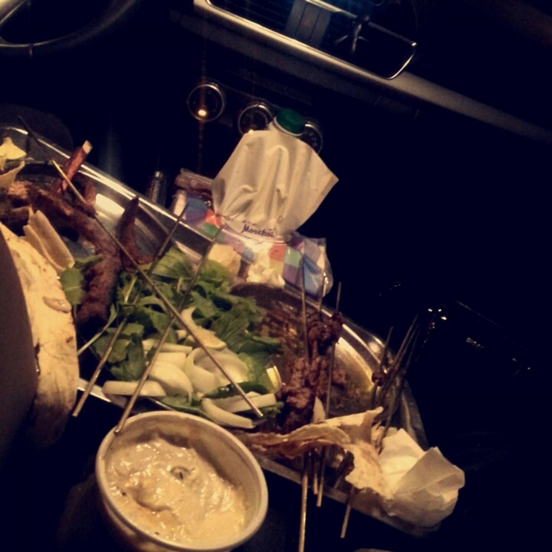 أحلى بسطة في السيارة وننتظر المشويات الساخنة اللذيذة 😋😋😋 @ Five Stars Grills - Bahrain