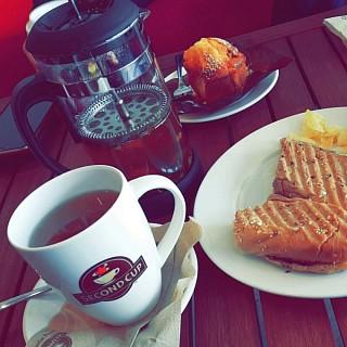 Coconut green tea 😋😋😋😋