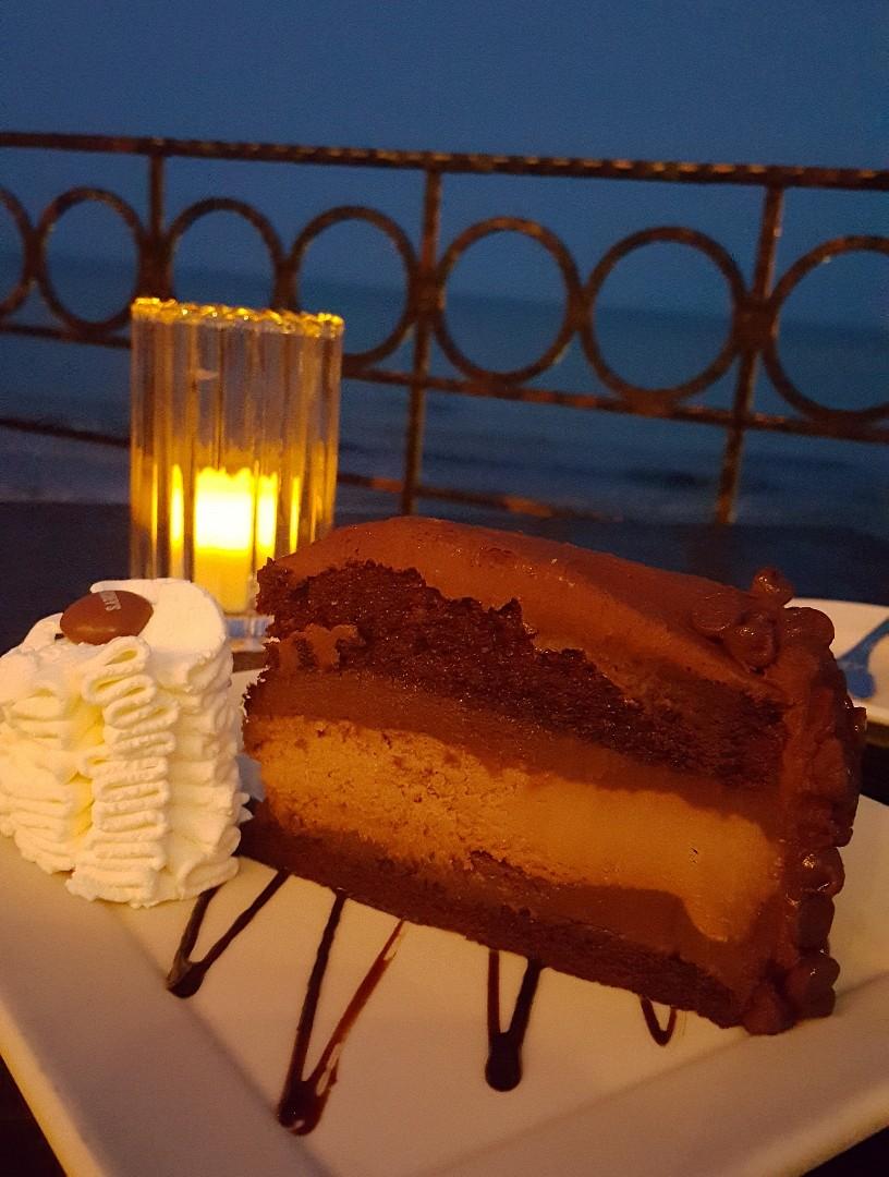 Chocolate cheesecake 😋 @ ذا تشيز كيك �اكتوري - الإمارات العربية المتحدة