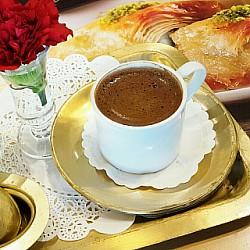 عذرا فالهدوء والقهوة لا يجتمعان .💛 . مساءكم تركش كوفي . مسا#اغسطس #اغسطس2016 #قهوة #مادو #سناب #تصويري #عدستي #قرنفل #ورد #محرق #سياحة_البحرين #مطاعم_البحرين #bahrainfood #bahraincoffee #bahrainrestaurant