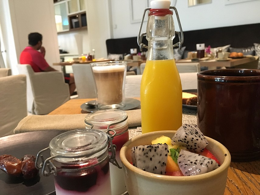 Breakfast fast in 3in1 restaurant  Dont have varieties and options.. I don't recommend it