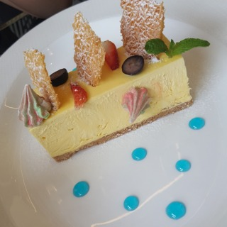 saffron cheesecake 😋😋😋😋😋