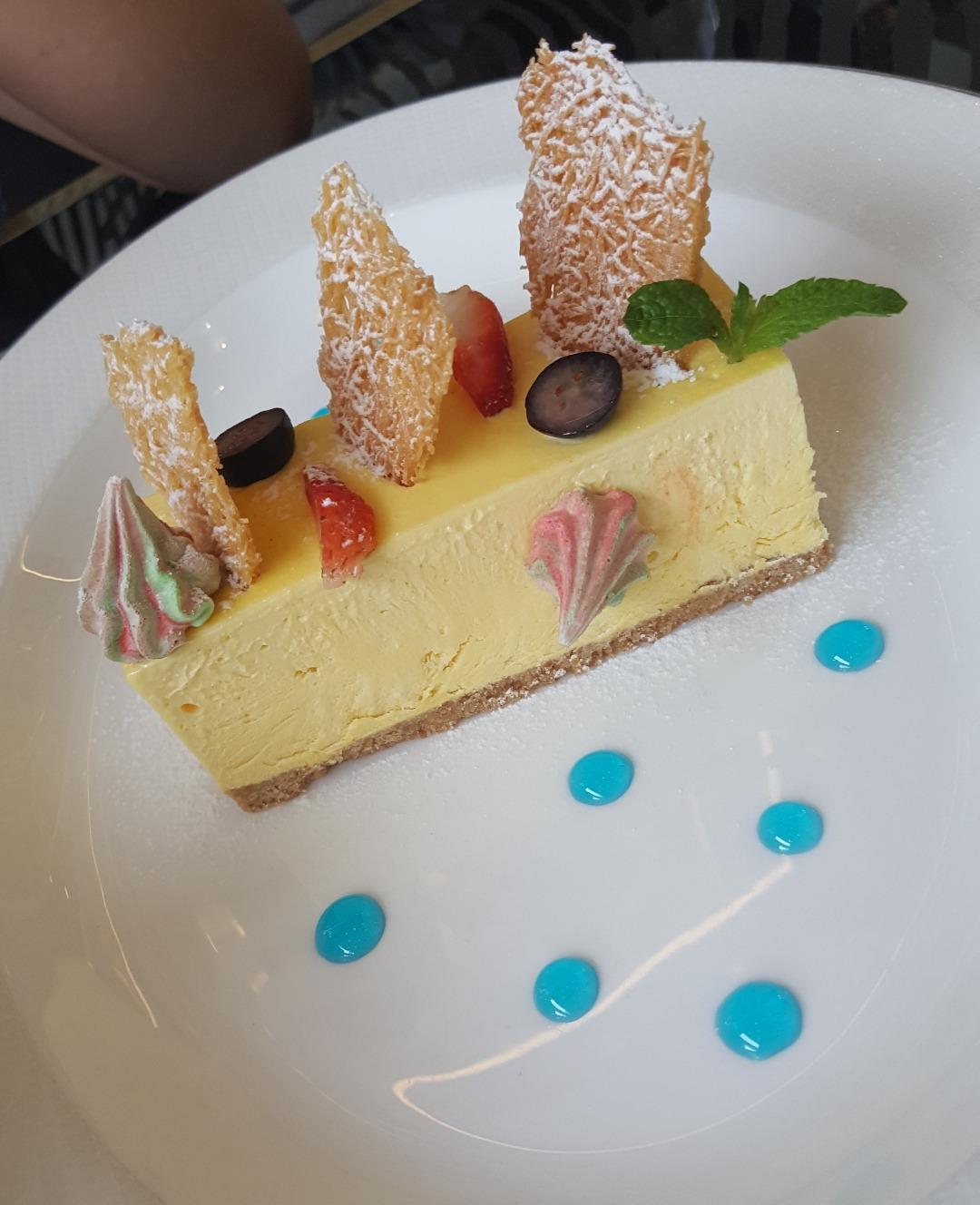 saffron cheesecake 😋😋😋😋😋 @ Cavalli Caffe - Bahrain