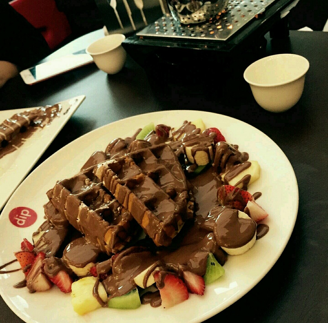 وافل مع الفروت خياااال @ Dipndip chocolate cafe - Bahrain