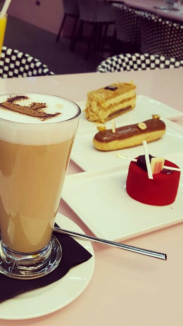 #كوفي #كيك #ريد_فلفيت #كراميل @ Fauchon Cafe - Bahrain