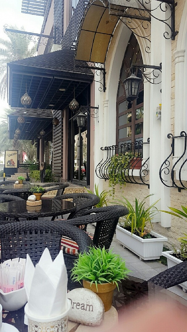 bahrain restaurants  shopping  dentists  beauty salons