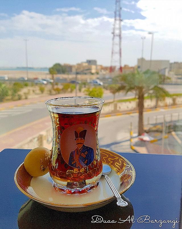 ياس اص�هاني بإطلالة جديدة �ي وسط العاصمة المنامة مع ن�س الأكلات اللذيذة 💖