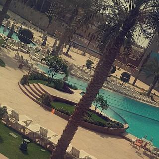 #palms_beach_hotel