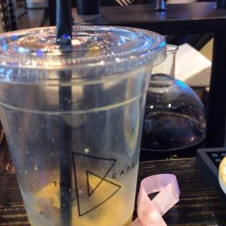 Saffron latte 🌷👍