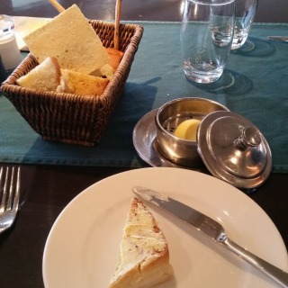 Wine and bread at Links restaurant