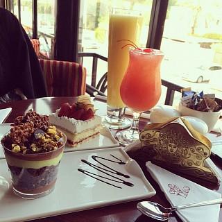 ميلو ميلو وعصير كرز وكيكة الفراوله مع عصير البرتقال #ليلو #العشق